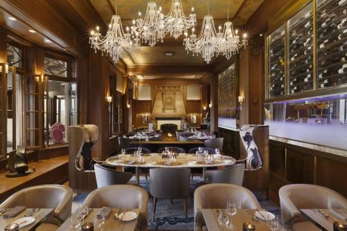 【フェアモント・シャトー・フロンテナック】Champlain restaurant (Courtesy of Fairmont Le Chateau Frontenac)