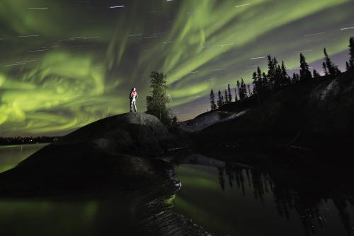 *絶景のオーロラ (C)James Mackenzie/NWT Tourism