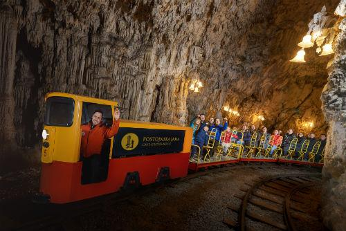 ポストイナ鍾乳洞(www.slovenia.info, photo:Postojna Cave with train ride - #F010084)