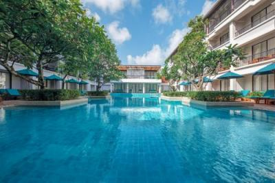 【Double Tree By Hilton Phuket Banthai Resort】ホテルのプール(ホテル提供)
