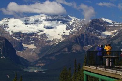 *レイクルイーズ (C)Lake Louise Sightseeing Gondola and Wildlife Interpretive Centre