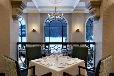 【フェアモント・シャトー・レイクルイーズ】Fairview Dining Room (Courtesy of Fairmont Chateau Lake Louise)