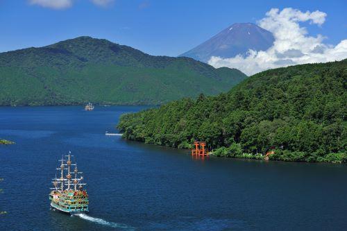 【箱根】芦ノ湖と富士山(写真提供:神奈川県観光協会)