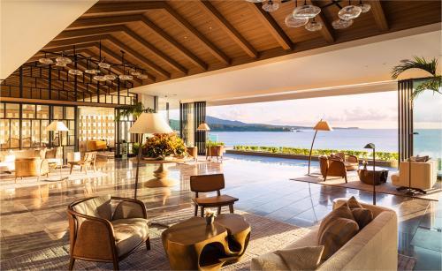 「ロビー」息を呑むほど美しい絶景!優美な静寂に包まれたロビーでお出迎え♪/(C)ホテル提供