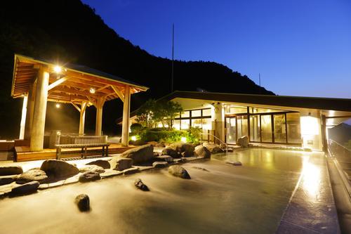【天成園】屋上天空露天風呂(一例)提供:小田急トラベル